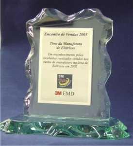 Vidro - Troféu Personalizado - Vidro Apicoado com Aplicação de Placa em Aço